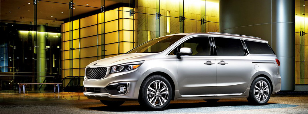 What premium features are available in the 2017 Kia Sedona?