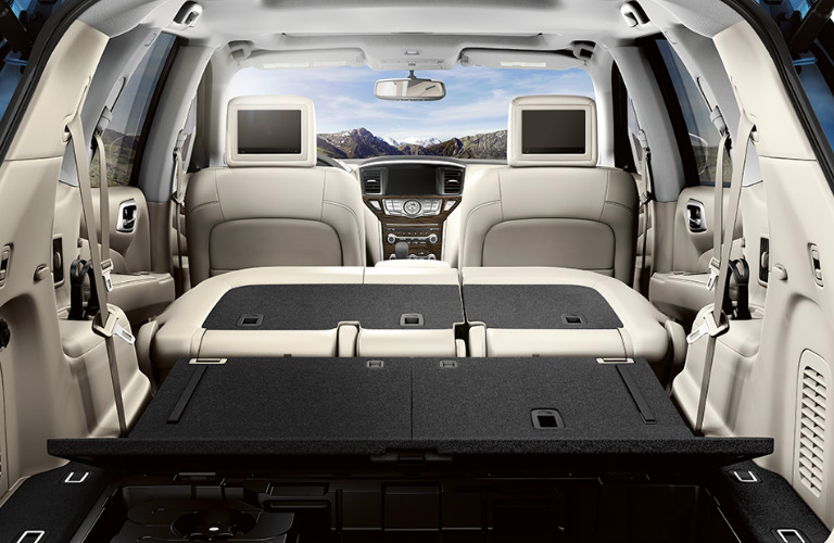 What is the seating capacity of the 2018 Nissan Pathfinder?