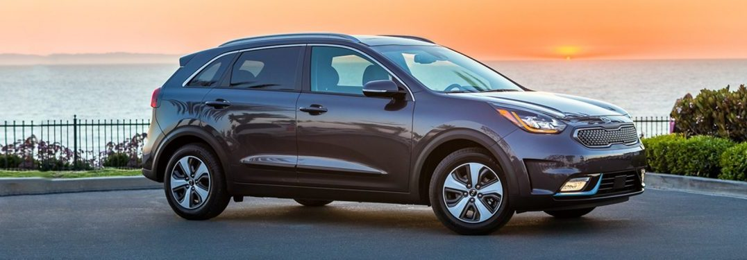 all new 2018 kia niro plug in hybrid crossover features. Black Bedroom Furniture Sets. Home Design Ideas
