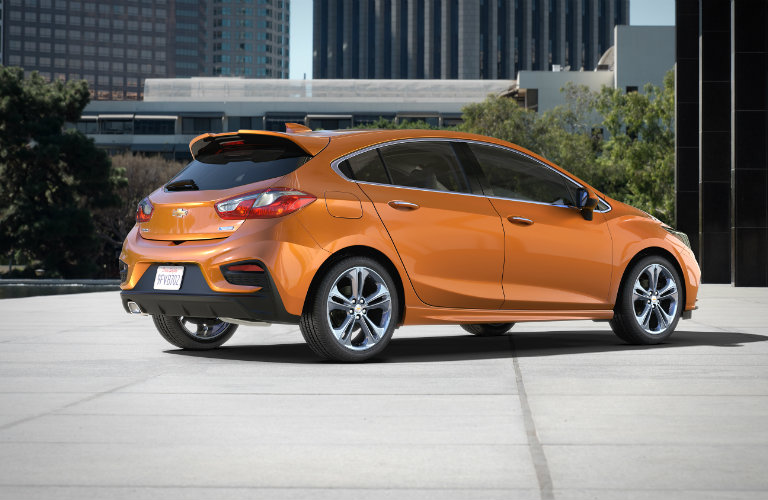 side view of the 2017 Chevy Cruze Hatchback in Copper
