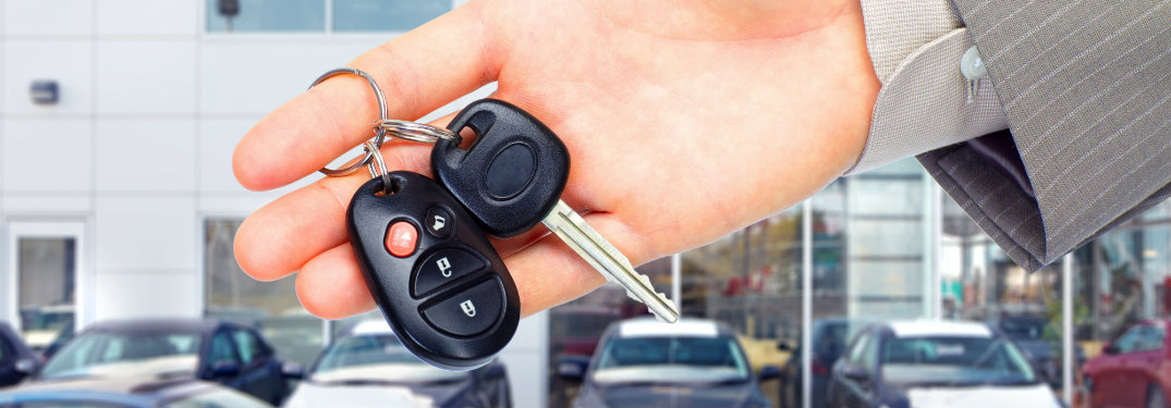 How do you replace the battery in a car key fob?