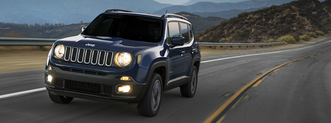 Which engines are available with the 2017 Jeep Renegade?