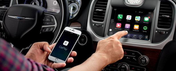 Does the 2017 Chrysler 300 have Apple CarPlay?