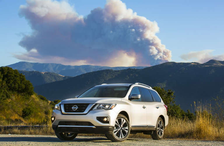 What is the 2018 Nissan Pathfinder's MPG rating?