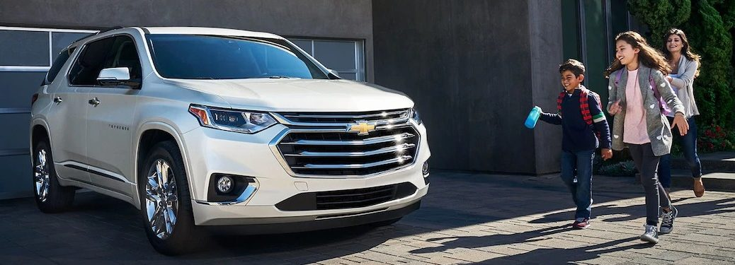 2019 Chevy Traverse white front view