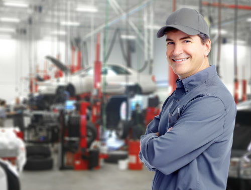 Auto mechanic posing in an service center