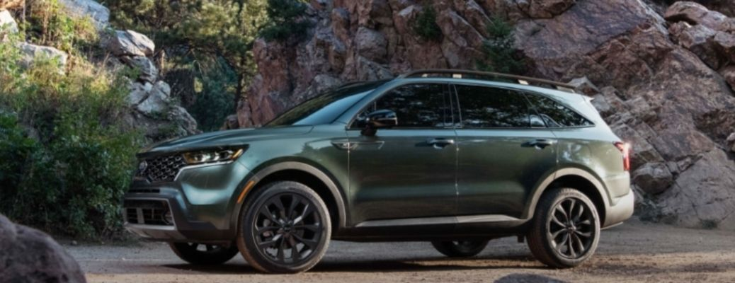 Green 2021 Kia Sorento sideview. What are the engine specifications?