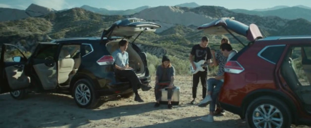 2014 Nissan Rogue Goes Quot Off The Stage Quot With Local Natives