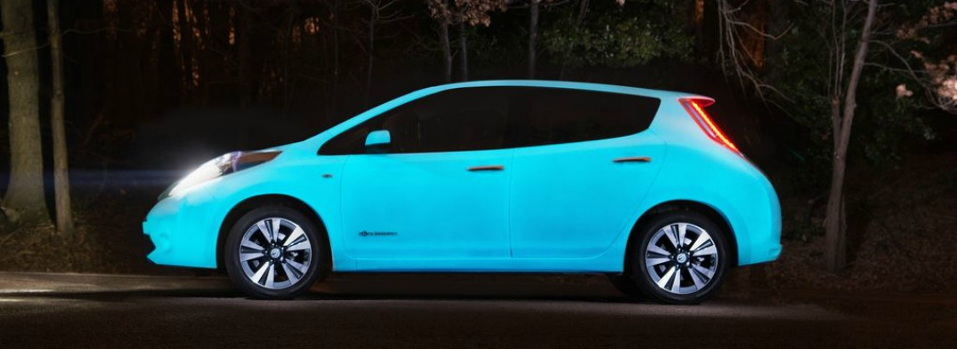 It Isn't an Alien--It's a Glow-in-the-Dark Nissan LEAF