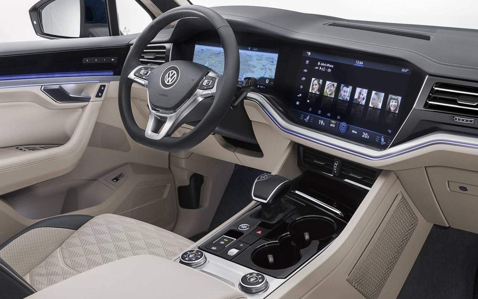 2019-Volkswagen-Touareg-Interior - Volkswagen of Rochester