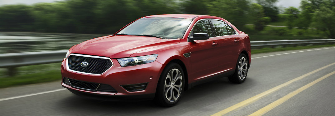 How many engines are offered on the 2017 Ford Taurus?