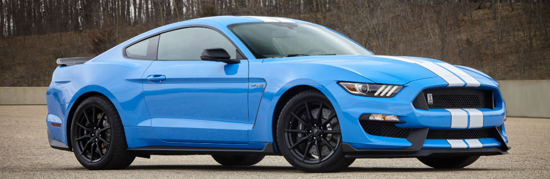 2017 Ford Shelby GT350 Mustang Wins 2017 KBB Award_o