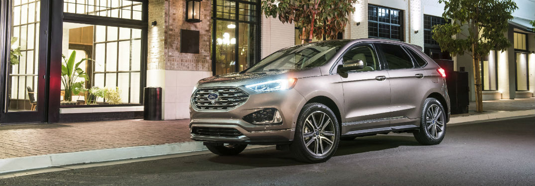 front view of a silver 2019 Ford Edge Titanium Elite