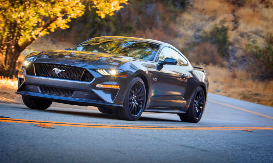 front view of a silver 2018 Ford Mustang