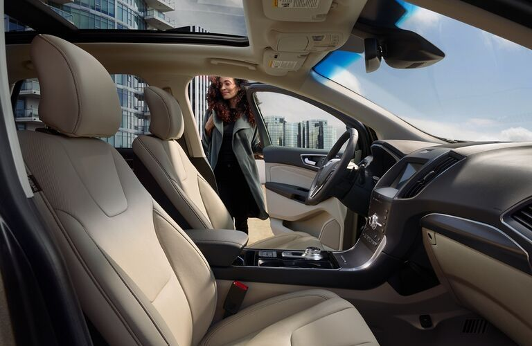 2020 Ford Edge front seats and dashboard