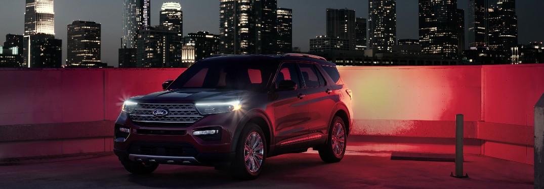 2021 Ford Explorer in dark cityscape