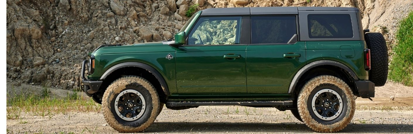 Are there any new exterior color options available for the new 2022 Ford Bronco?