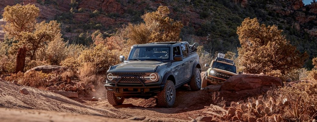 What type of suspension systems are used in the 2022 Ford Bronco?