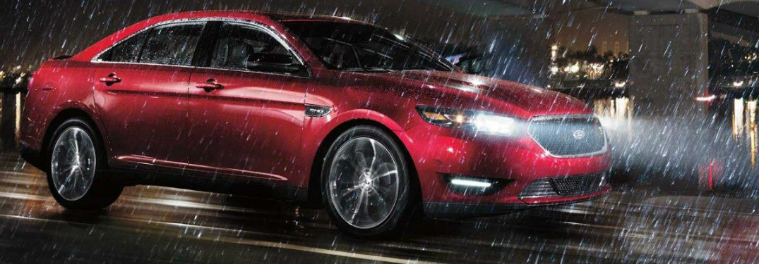2018 Ford Taurus driving in rain with Auto High Beams on