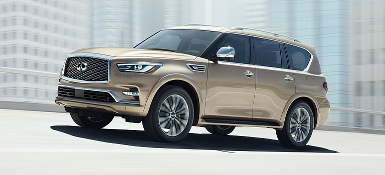 2018 INFINITI QX80 tan side view on the highway