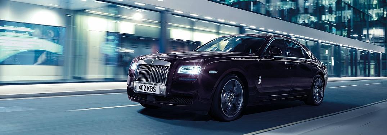 Rolls-Royce Ghost purple flying down the road side view
