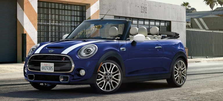 2018 MINI Convertible blue and white front view