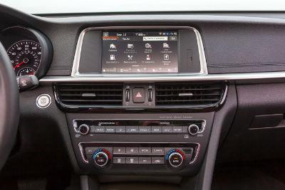 2020 Kia Optima interior infotainment center console