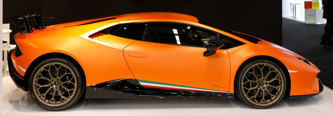 Lamborghini Huracan Performante Orange side view