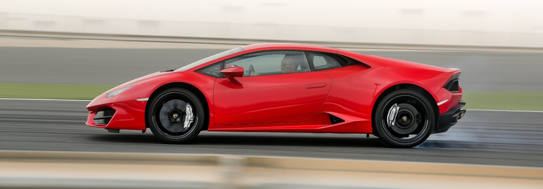 Lamborghini Huracan RWD red side view