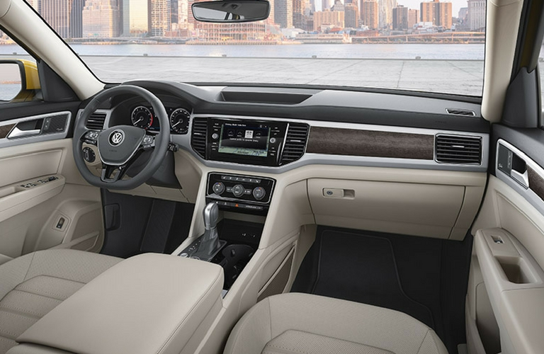 2018 Volkswagen Atlas steering and dash
