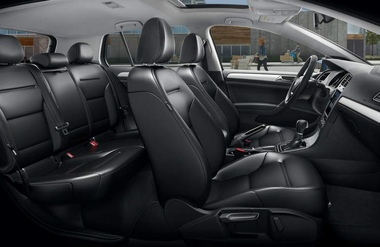 2018 Volkswagen Golf side view of seats.