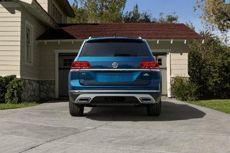 2018 Volkswagen Atlas from behind