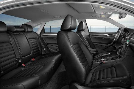 2018 Volkswagen Passat SEL Premium interior