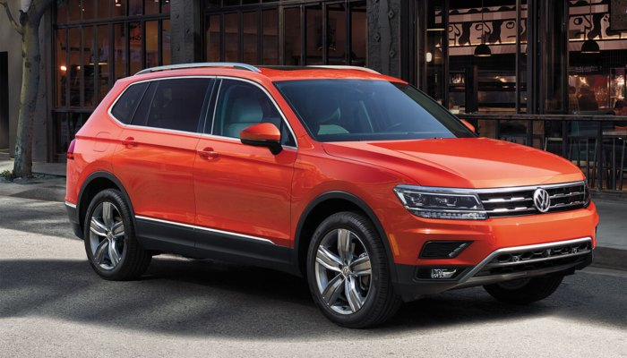 2019 Volkswagen Tiguan parked in front of a building