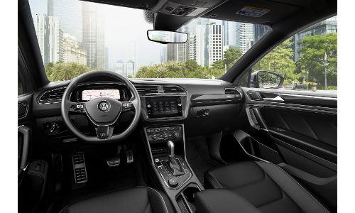 2020 VW Tiguan comprehensive shot of front cabin