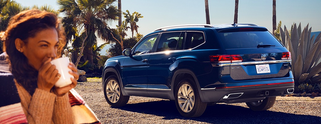 2021 Volkswagen Atlas blue back view