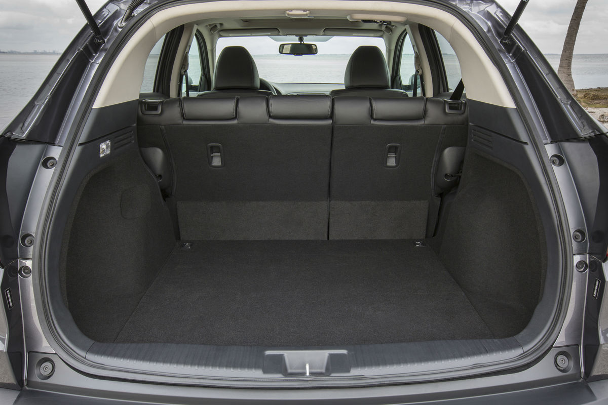 View of the dedicated cargo space behind the second-row seat of the 2018 Honda