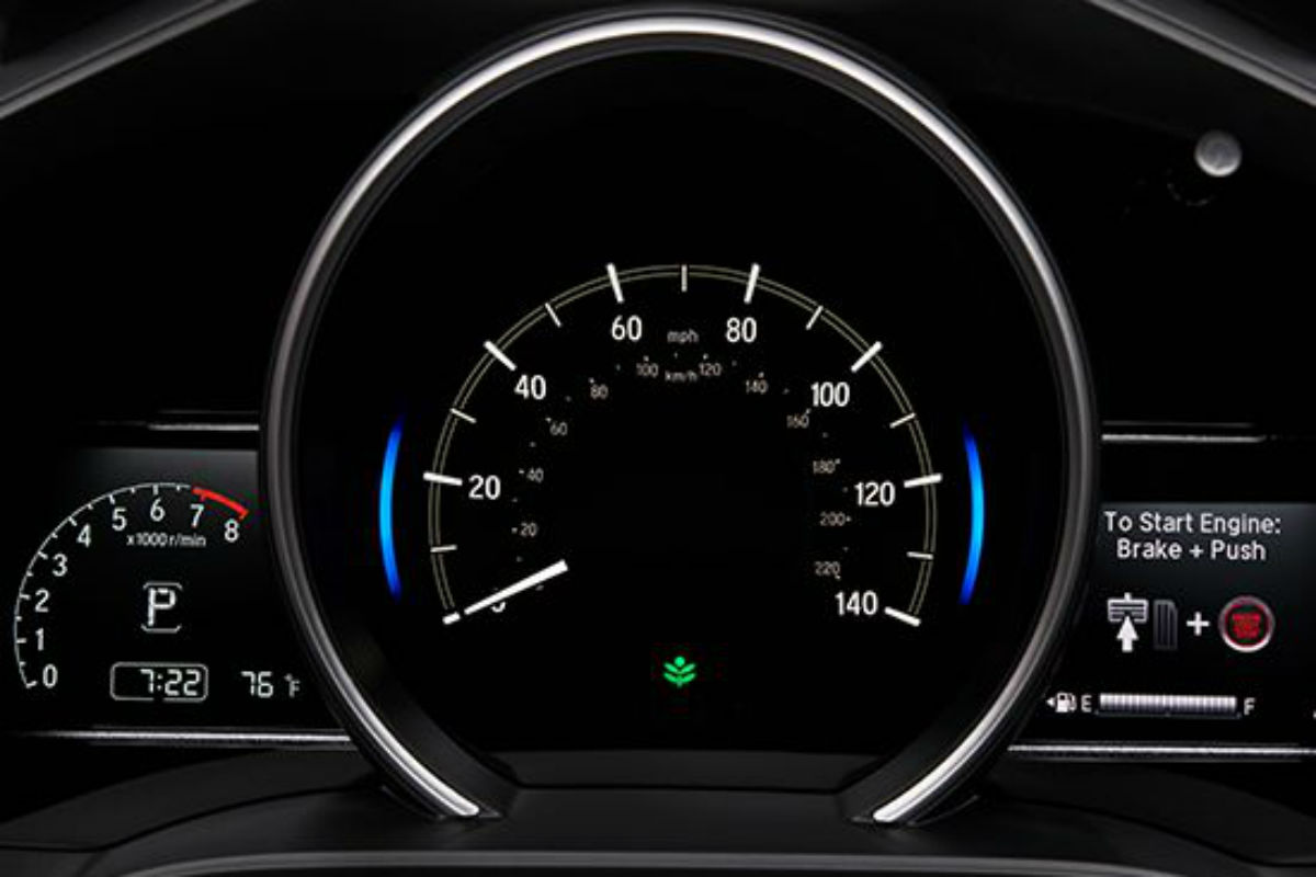 Instrument cluster of the 2018 Honda Fit
