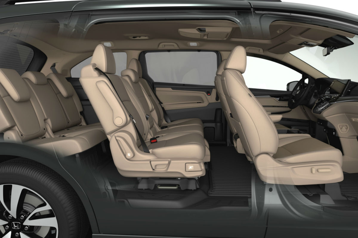 Side view of the 2019 Honda Odyssey's three rows of seating