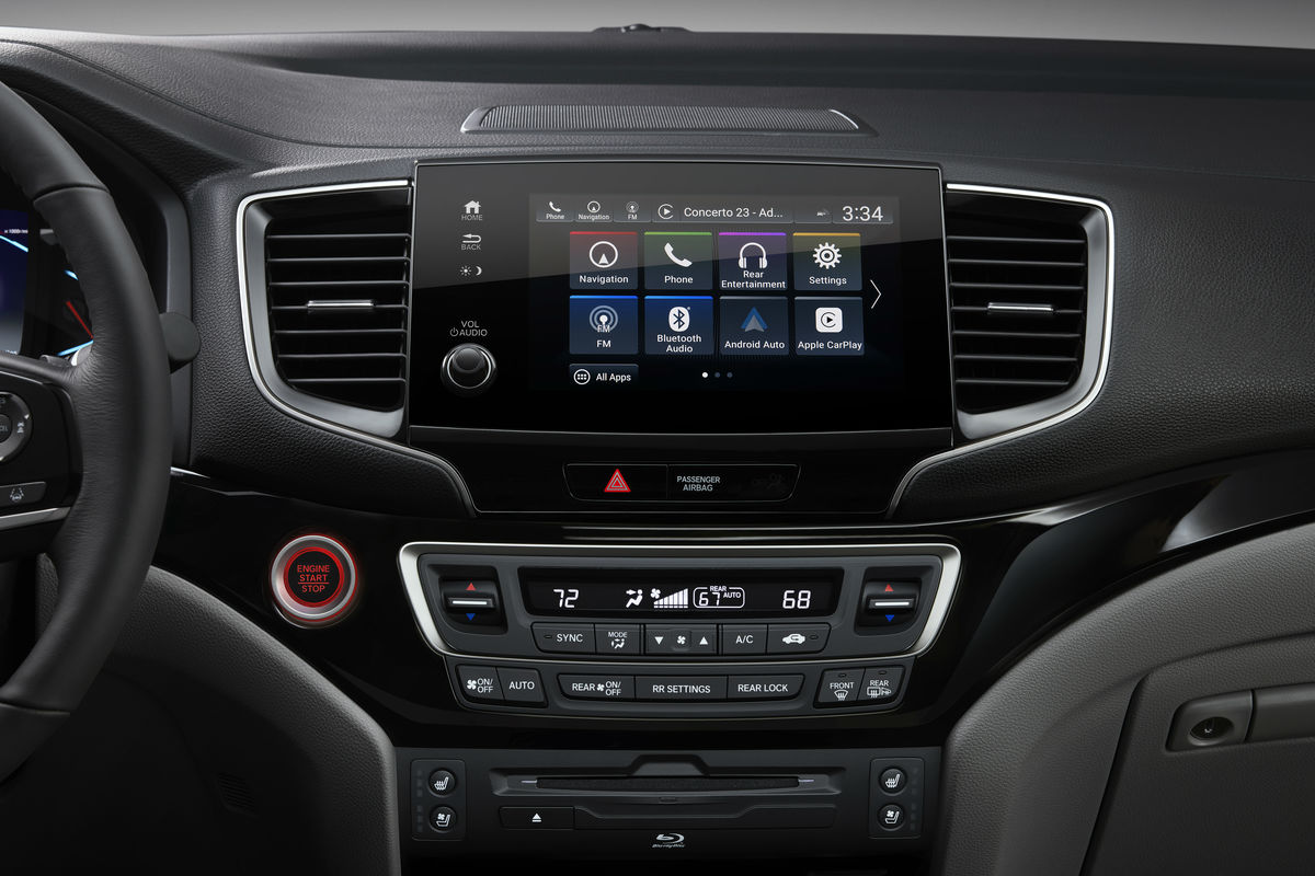 Color touchscreen display of the 2019 Honda Pilot