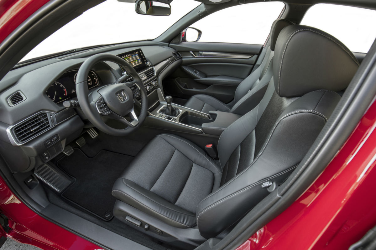 Side view of the front seats in the 2019 Honda Accord