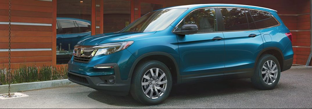 Blue metallic 2020 Honda Pilot.