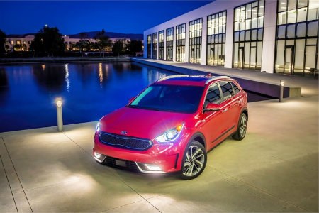 2018 Kia Niro parked by a pool