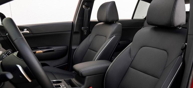 2020 Kia Sportage black front seats