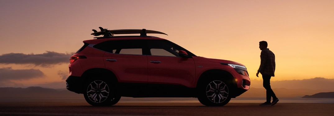 side view of the 2021 Kia Seltos in the sunset