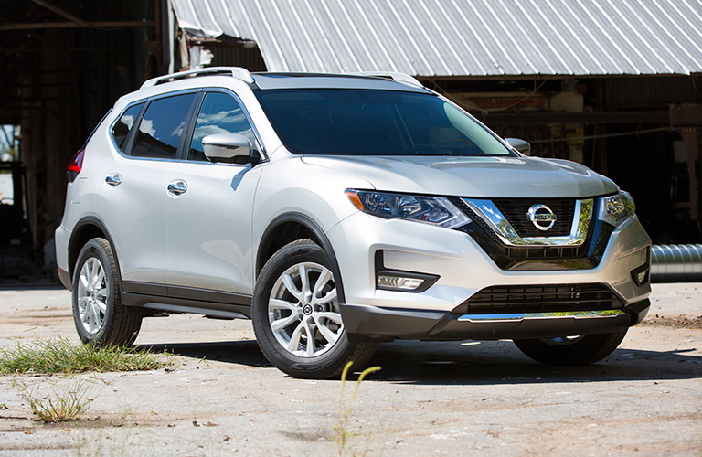 2018 nissan rogue in white silver parked at three quarter view passenger