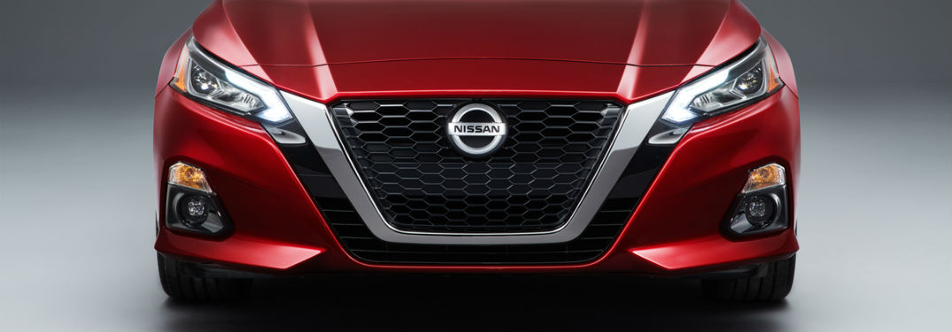 grille and headlights of 2019 nissan altima