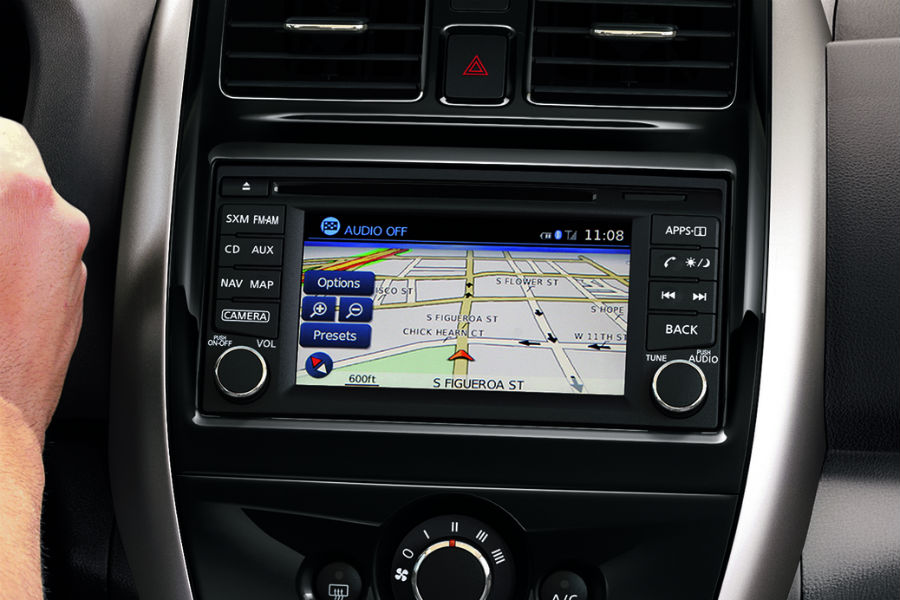 infotainment screen and system in 2018 nissan versa