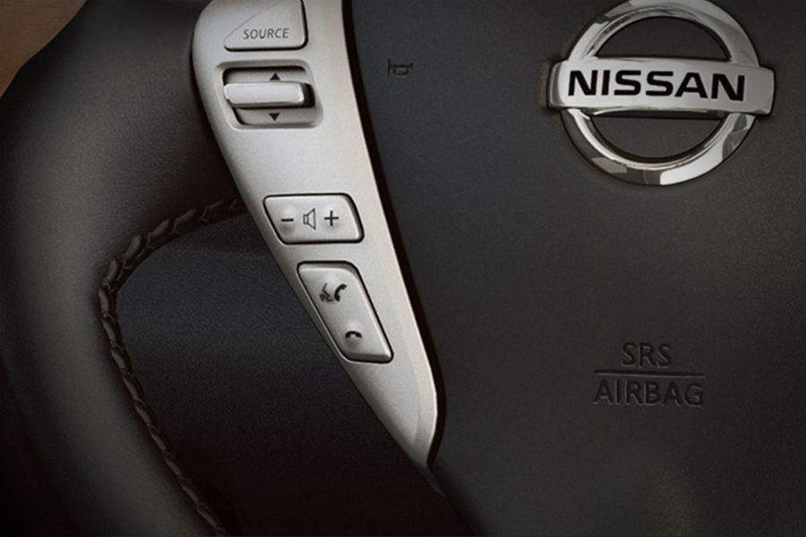 buttons on steering wheel in 2018 nissan versa