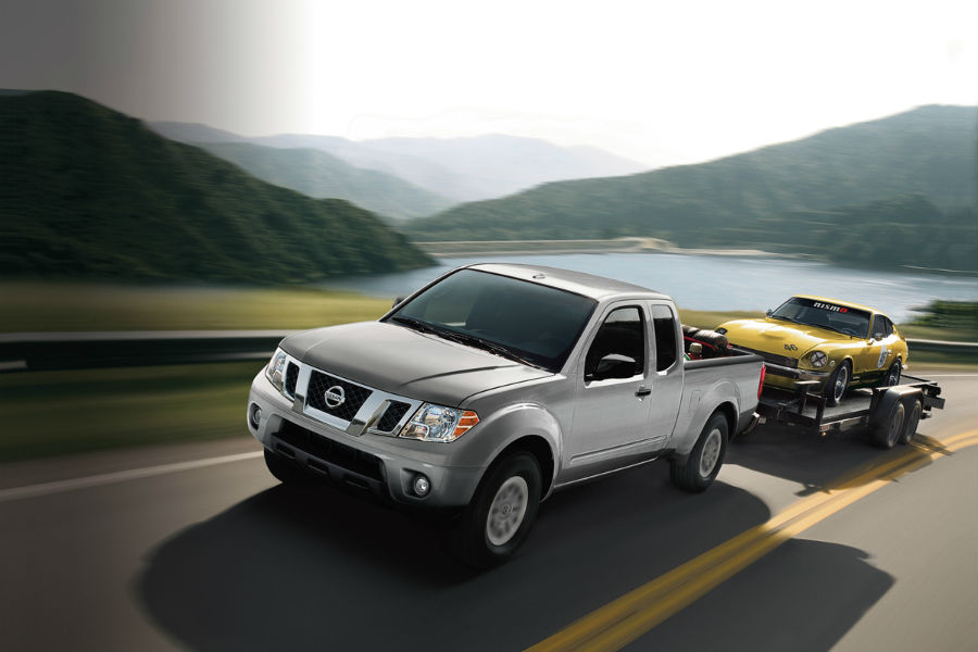 2018 nissan frontier towing a small car